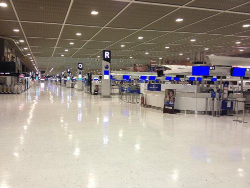 5:40頃の成田空港、国際線のエリアも誰もいません